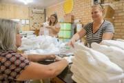 Solidariedade na confecção de fraldas em Içara