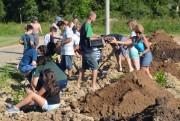 Clube Nossa Horta promove plantio de 150 mudas de árvores