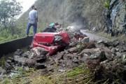 Deslizamento de terra atinge carro e interdita Serra do Rio do Rastro