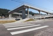 DNIT/SC instala faixa para pedestres em passarelas da BR-101 Sul