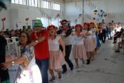 Tarde de folia diverte idosos durante carnaval de inverno