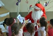 Alegria e carinho deram o tom da entrega de brinquedos no CEI Mundo Encantado