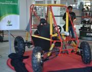 Veículo off-road projetado por alunos é apresentado ao público
