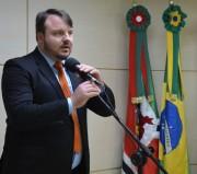 Vereador cobra melhoria de placa de sinalização em Criciúma