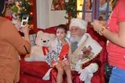 Encanto e emoção marcam a chegada do Papai Noel no Farol Shopping