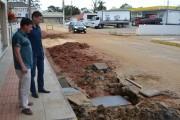 Prefeitura elimina alagamento em rua do Centro