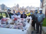 Colaboradores do Hospital São José recebem doação de cestas básicas