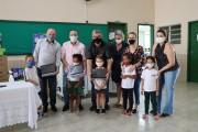 Governo de Forquilhinha entrega 925 notebooks para auxiliar na aprendizagem