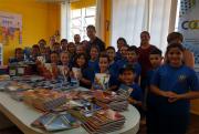 Alunos de rede municipal recebem kits de apoio pedagógico