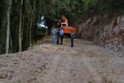 Cocal realiza operação completa de recuperação de estradas