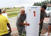 Famílias de baixa renda em Içara recebem novos refrigeradores