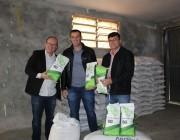 Governo de Içara incentiva produtores de leite com doação