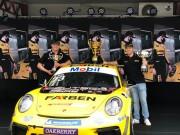 Pilotos da Porsche Cup Brasil Enzo Elias e Jeff Giassi visitam Farben Tintas