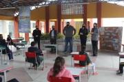 Alunos de Maracajá ganham mudas de plantas nativas e frutíferas