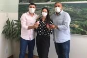 Franqui e Adriano homenageiam servidoras pelo Dia Internacional da Mulher