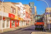 Rua Marcos Rovaris em Içara recebe nova recapagem asfáltica