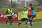 Criciúma intensifica treino para enfrentar o líder Atlético-GO