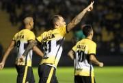 Criciúma vence o Guarani com dois gols do estreante Lucão