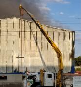 Cooperaliança disponibilizou caminhões munck para auxiliar no combate ao incêndio