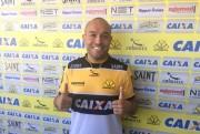Criciúma apresenta oficialmente o volante Leandro Melo