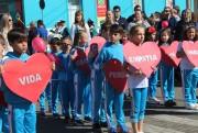 Desfile cívico traz mensagens sobre a vida e dignidade para todos em Nova Veneza