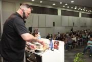 Jimmy Ogro desmistifica o ato de cozinhar em evento