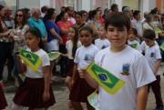 Desfile Cívico reúne população na Praça Anita Garibaldi