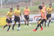 Criciúma Esporte Clube enfrenta o Paraná neste sábado