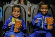 Carreta leva cinema a mais de mil pessoas em Içara