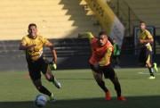 Jogadores participam de atividade técnica  no Heriberto Hülse