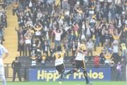 Em jogo emocionante, Criciúma bate o Avaí em casa