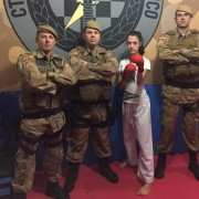 Atleta de karatê treina nas dependências do 19º BPM