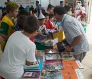 Dia do Livro Infantil com estimulo à leitura na escola Quintino Rizzieri