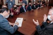 Moisés sanciona lei que incorpora Iresa ao salário dos servidores da Segurança Pública