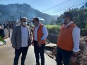 Governador Carlos Moisés vistoria estragos das chuvas em Canelinha e Brusque