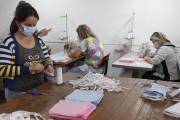 Monitoras produzem máscaras de tecido nos Clubes de Mães em Forquilhinha