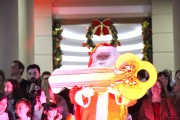 Içarenses lotam Praça da Matriz para chegada do Papai Noel