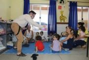 Contação de histórias leva animação as crianças da Colônia de Férias