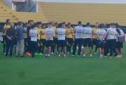 Criciúma joga contra o Goiás no estádio Heriberto Hülse