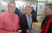 Içarense Henrique Guglielmi ganha autógrafo do ídolo Zico