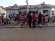 Crianças carentes do Dona Ema recebem guloseimas distribuídas pela Família Feliz