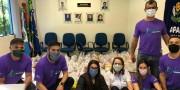Equipe Pernas Solidárias entrega cestas básicas e máscaras para Apae