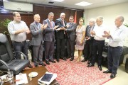 Presidente do PMDB prestigia posse do novo líder da bancada estadual