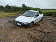 PM prende dupla tentando desatolar carro de Içara com registro de furto