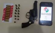 PM apreende arma e munições após abordar masculino em Bairro Aurora