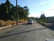 Poste no meio da Rua Luiz Netto é uma armadilha para motoristas desatentos