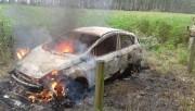 Incêndio deixa veículo destruído na Barra Velha