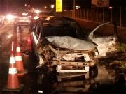 Carro é destruído por incêndio no bairro Lombas Pedreiras