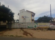 Telhado de escola avariado em temporal é consertado