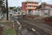 Obra inacabada deixa esgoto escorrendo na Rua José Olavo